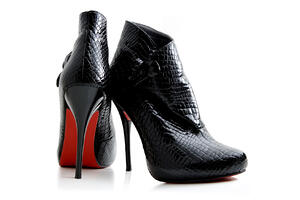 Crocodile skin is a very good material for high-fashion shoes such as high heels.