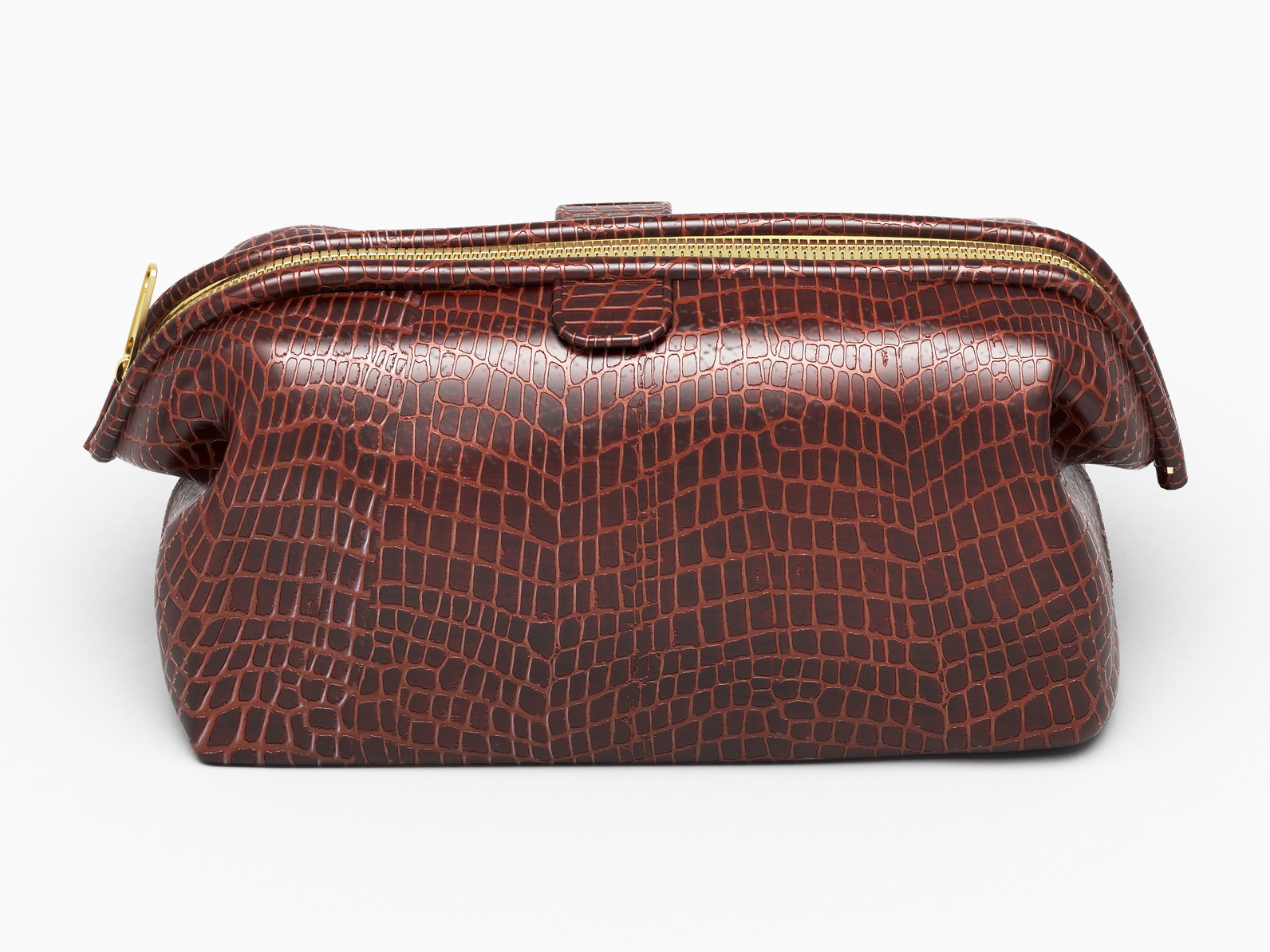 Alligator leather bags are in high demand in the fashion world, with price tags of tens of thousands of dollars and waiting lists over half a decade long, it's little wonder the big fashion houses are in a rush to get their hands on top-quality materials to speed up the process and make more sales.